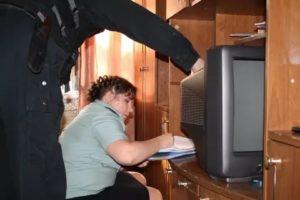 Могут ли приставы забрать телевизор и компьютер